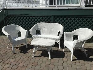 White whicker outdoor patio set