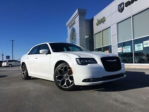 2018 Chrysler 300 S - HEATED LEATHER SEATS, NAV, ONLY 31,000KMS