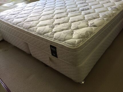 Used King Size Sleepmaker Mattress and ensemble latex pillow top Mascot Rockdale Area Preview