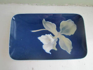 ROYAL COPENHAGEN PIN DISH BLUE WITH WHITE FLOWER, VGC