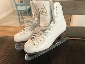 Jackson mystique figure skates size 4C (wide foot)