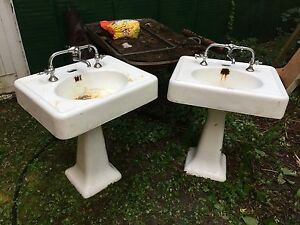 Incroyable Antique Vintage Porcelain Bathroom Pedestal Sink   One Available