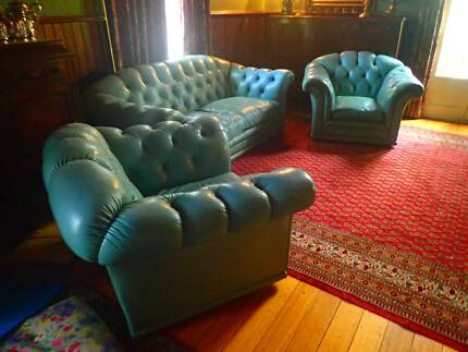AMAZING!  LEATHER CHESTERFIELD plus 2 CHAIR SET**RARE**