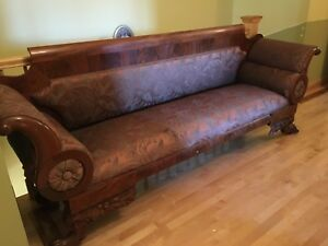 Divan antique loveseat