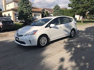 2013 Toyota Prius V Hatchback **LEATHER/NAVIGATION**