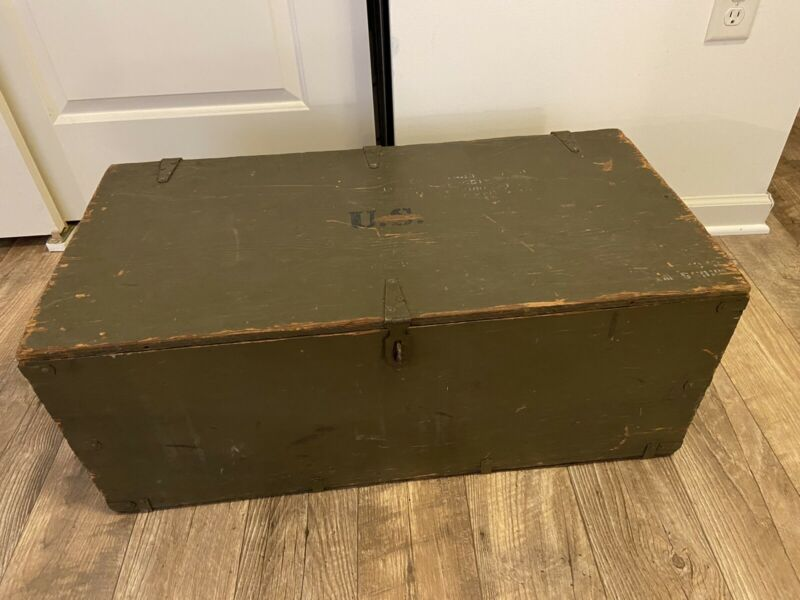 WWII US ARMY WOOD WOODEN FOOT LOCKER BOX STORAGE GREEN DRAB 1943  ENLISTED