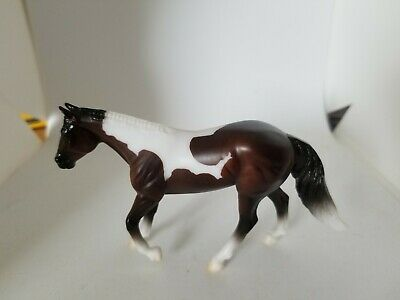 BREYER Stablemate 2020 Stable Mystery Surprise #6049 Bay Pinto Paint Loping QH