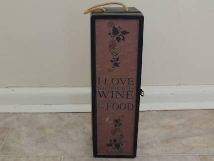 Wine bottle - single box presentation