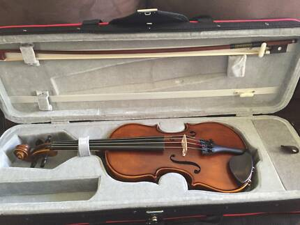 VIOLIN HIDERSINE 1/2 SIZE, GREAT CONDITION, ONLY USED A FEW TIMES