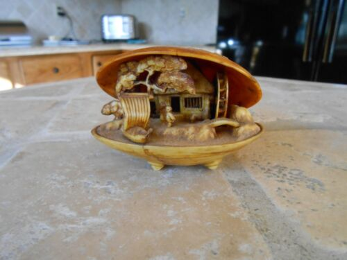 ASIAN Clam Shell Scene Antique  Excellent