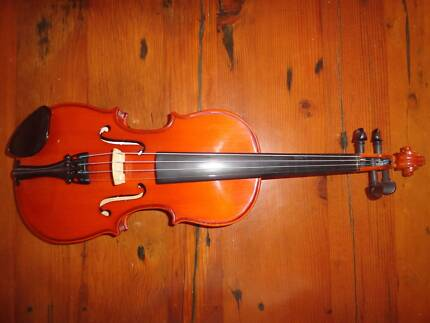 Stentor Student ST violin 1/2 size.  Suit 6-11 year old.