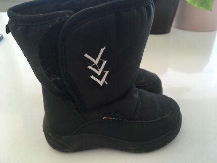 Children's ski boots