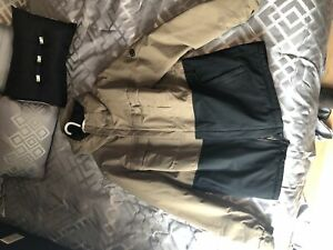 686 snowboard jacket. Size large.