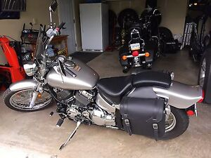 **MINT 2014 Yamaha V-Star 650cc.  Only 1,102 kms (not a typo)**