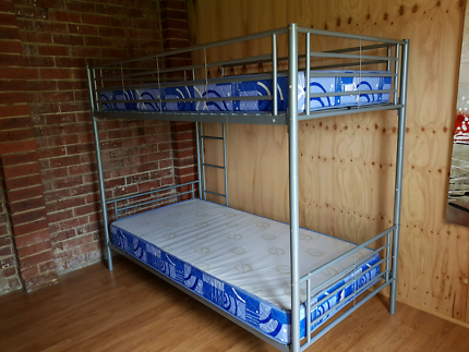 2 Bunk Beds with 4 single mattresses