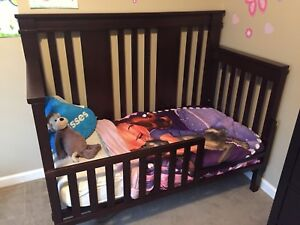 Convertible 4 in 1 bed (crib, toddler bed, double bed)