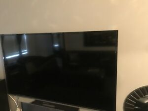 "BEST DEAL EVER 60"" Toshiba tv & brand new 4K smart android box"