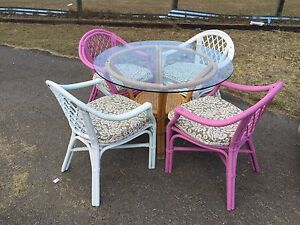 Round dinning table with 4 seats Jimboomba Logan Area Preview