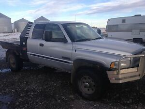 Parting out 2002 Dodge Ram 2500 cummins diesel