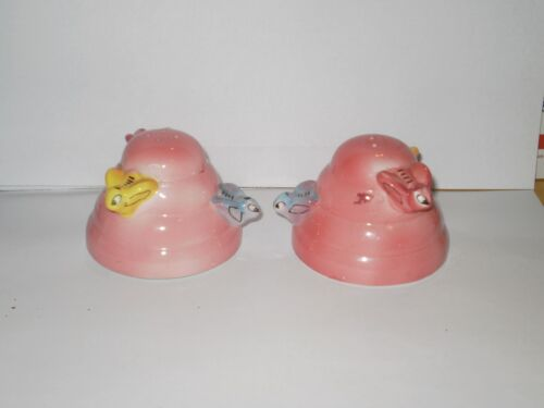 VINTAGE BEE CERAMIC SALT N PEPPER SHAKERS 1970