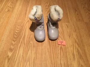 Girl's Winter Boots (Size 9)