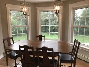 Beautiful Antique Solid Wood table and 6 Chairs