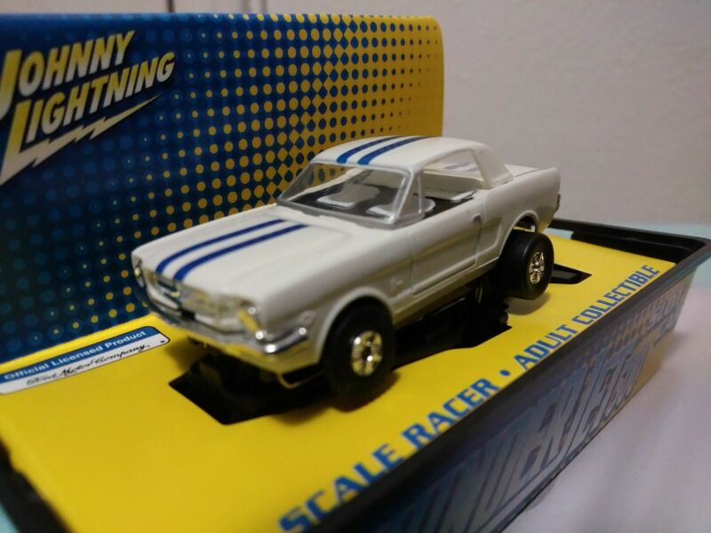 JOHNNY LIGHTNING TJET 500 SLOT CAR FORD MUSTANG COUPE WHITE W/ BLUE STRIPES NEW