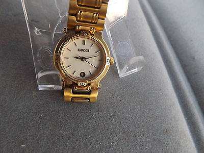 Retro Women's Gucci Quartz Watch With Date At