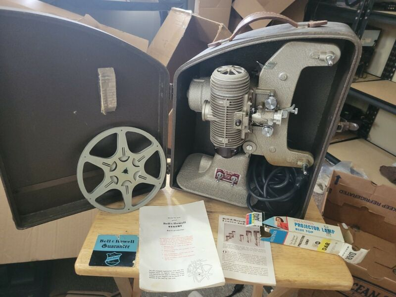 Bell & Howell Regent 8mm Projector Design 122 Model L W/ Hardcase