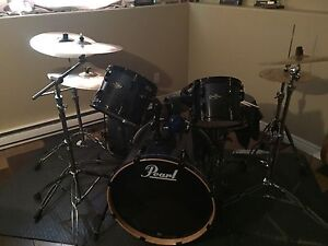 Pearl vision 5 piece with all hardware and loaded with cymbals