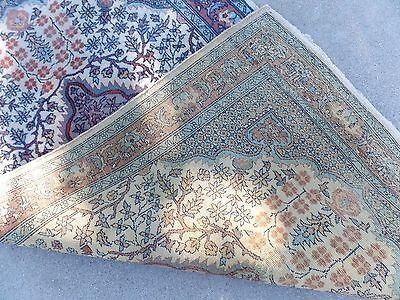 HAND KNOTTED NATURAL WORN RUG ()