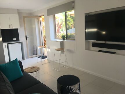 Robina fully furnished granny flat- available commonwealth Games