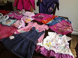 Vêtements pour fillette grandeur 3-5 ans, en excellent état