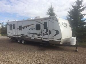 2012 Cougar 27' Holiday Trailer