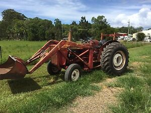 International 574 tractor with loader and rops Mullumbimby Byron Area Preview