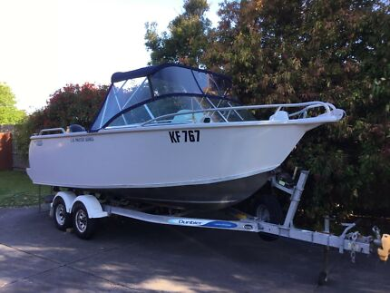 TABS boat 5.35m runabout great condition