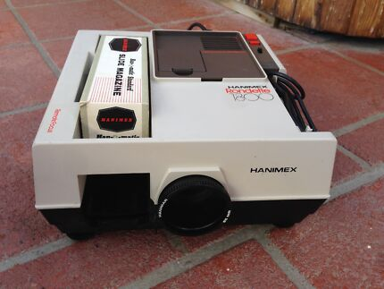 Hanimex slide projector with tray and remote