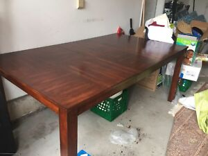 Leon's Dining Table Seats 6 Extendable - PICK UP MISSISSAUGA