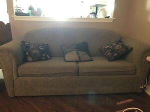 LOVE SEATER & PULL OUT BED FOR SALE !