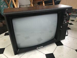 "Vintage/ Antique (ish) 20"" Pulsar TV New in Box"