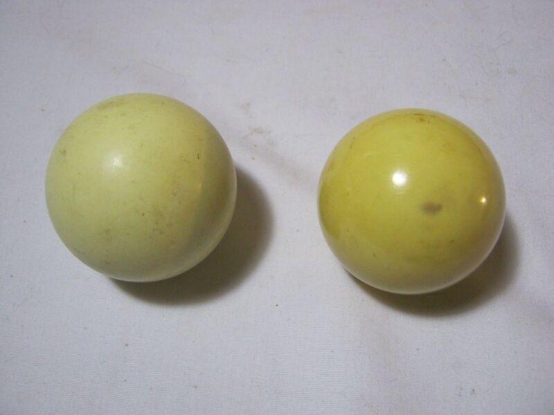 Pool Cue Balls Vintage Billards      T*