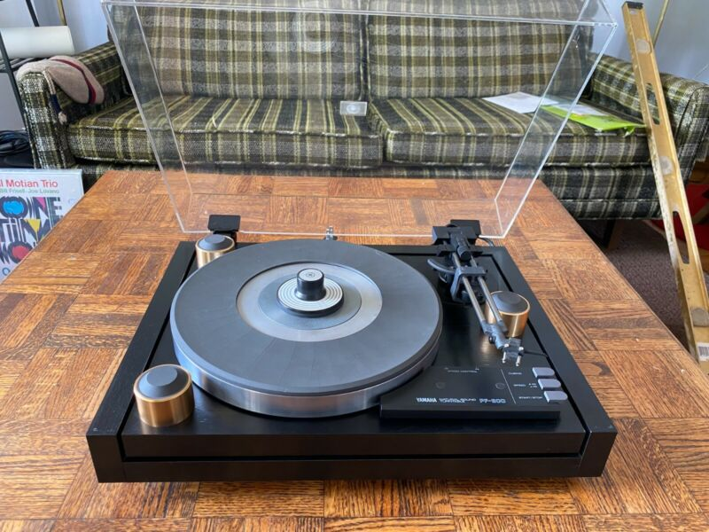 Yamaha PF-800 Turntable - Excellent Condition