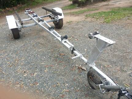 Heavy duty boat trailer for tinny up to 4m