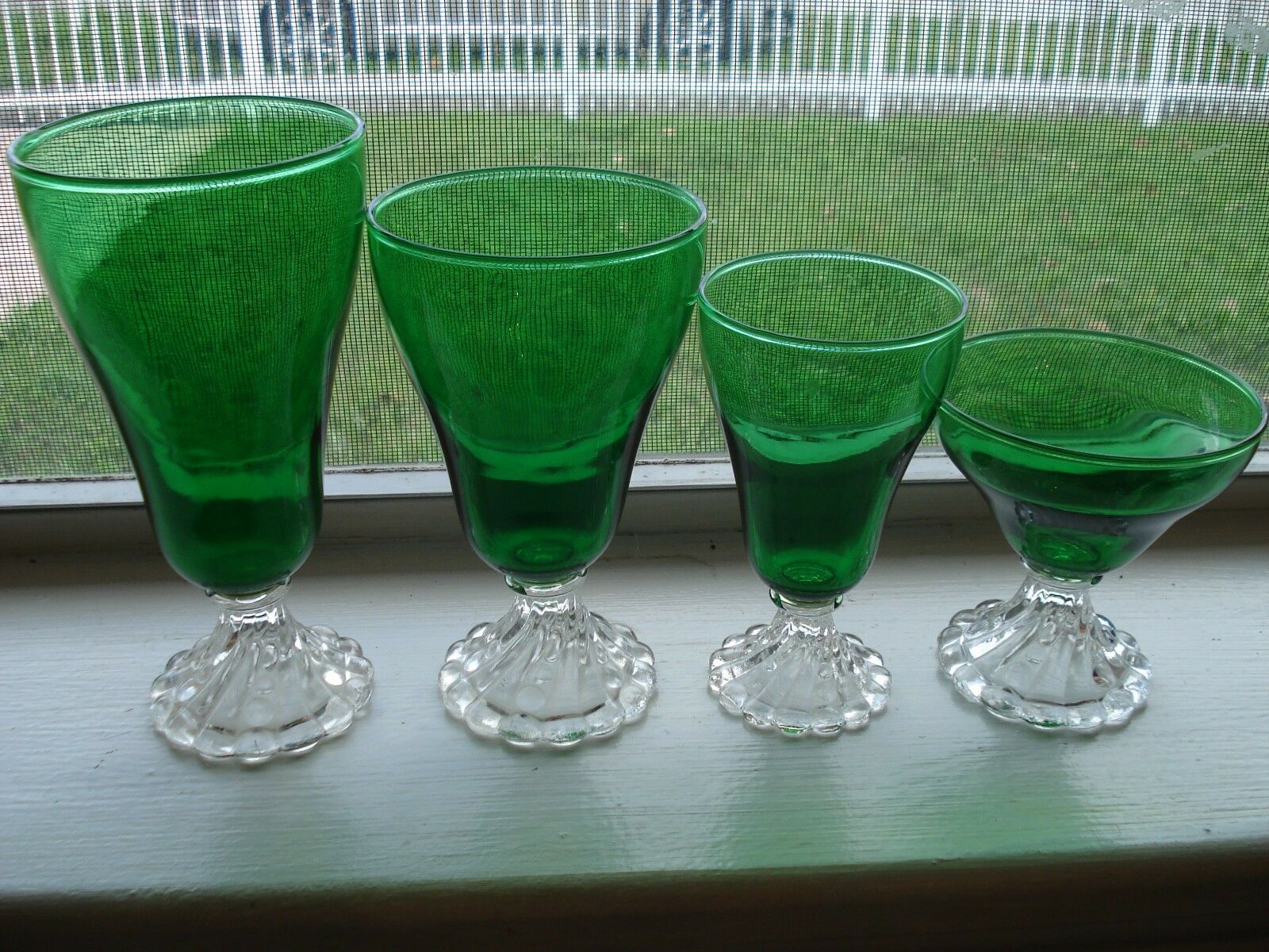 Photo DEPRESSION GLASS FOREST GREEN ''BURPLE'' (ANCHOR HOCKING) 2 FTD. ICED TEA TUMBLERS