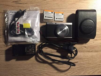 Fujifilm XF1 with a second genuine battery