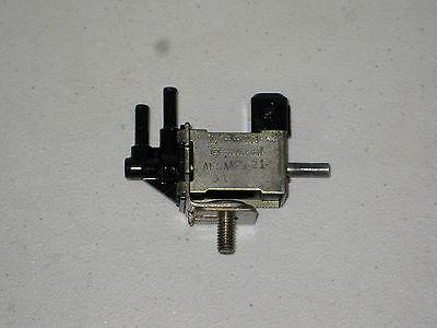 90 95 Nissan PickUp Pathfinder 30L V6 EGR Vacuum Switch Valve Solenoid VSV OEM