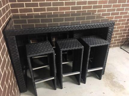 7-Piece wicker outdoor bar setting