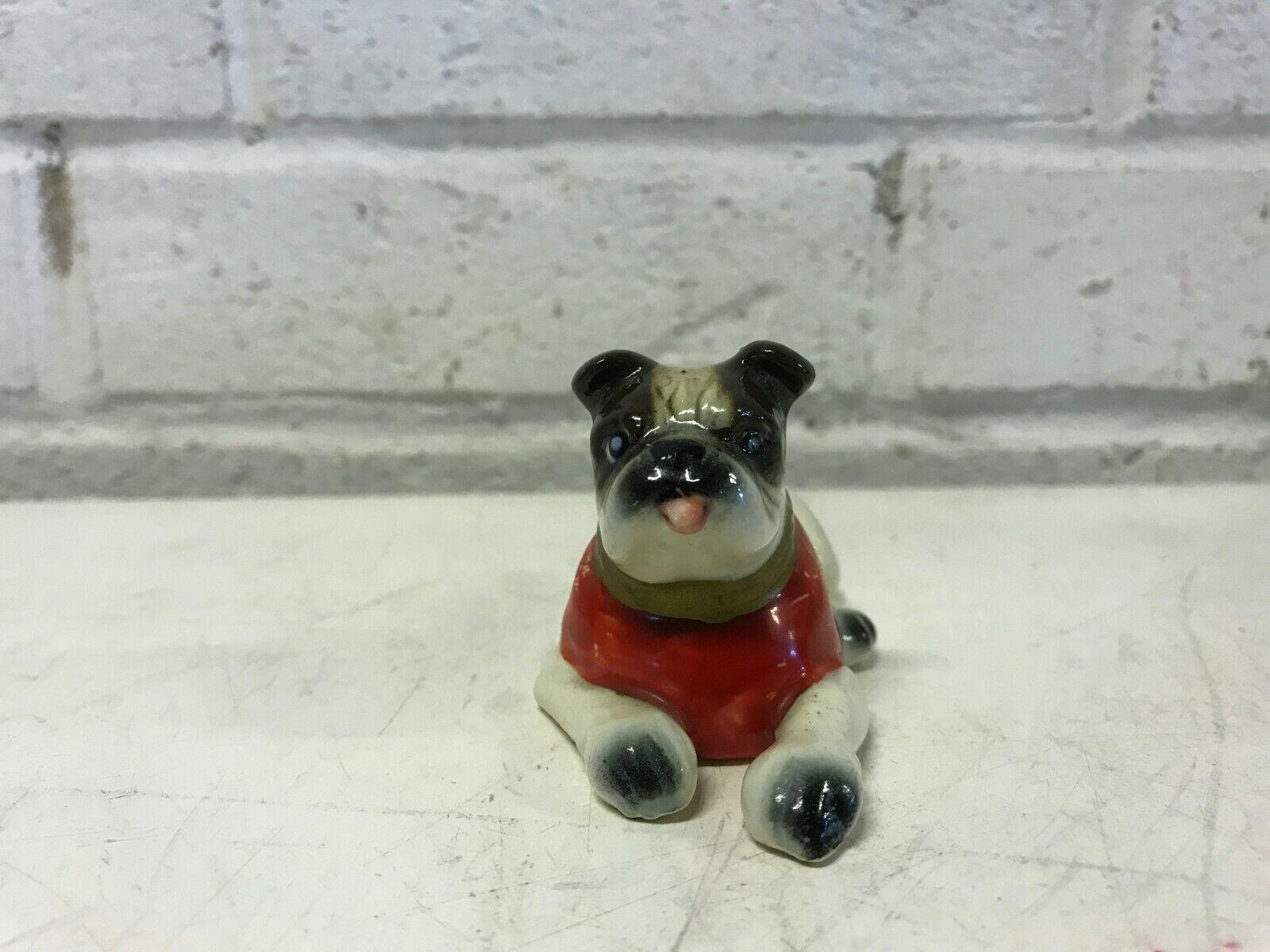 Vintage bulldog anglais ornement avec rouge pull