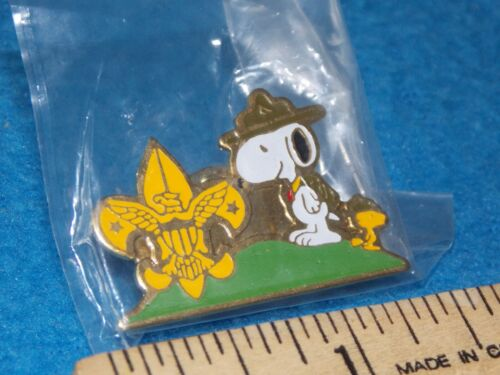Peanuts Snoopy Woodstock - BOY SCOUT PIN - NEW IN BAG