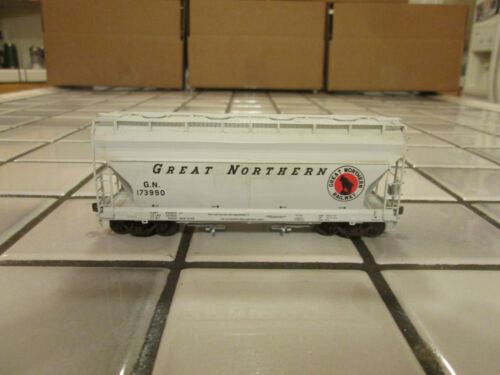 GREAT NORTHERN covered hopper car HO scale ////